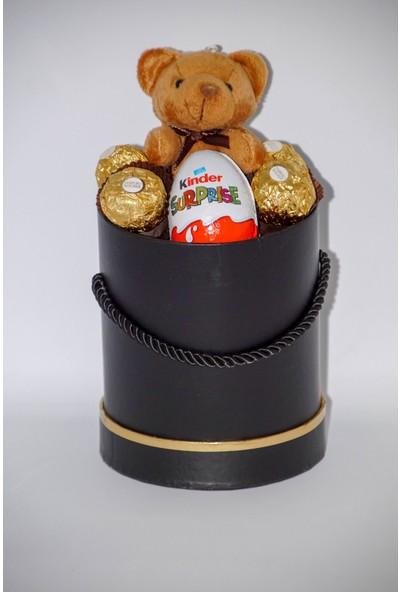 Filika Store Siyah Silindir Küçük Kutuda Ferrero Kinder Sürprise Çikolata ve Ayıcık