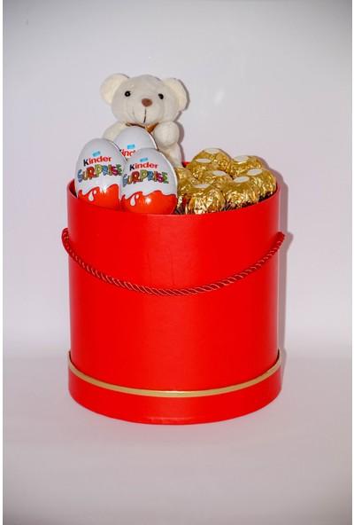 Filika Store Kırmızı Silindir Büyük Kutuda Ferrero Kinder Çikolata ve Ayıcık