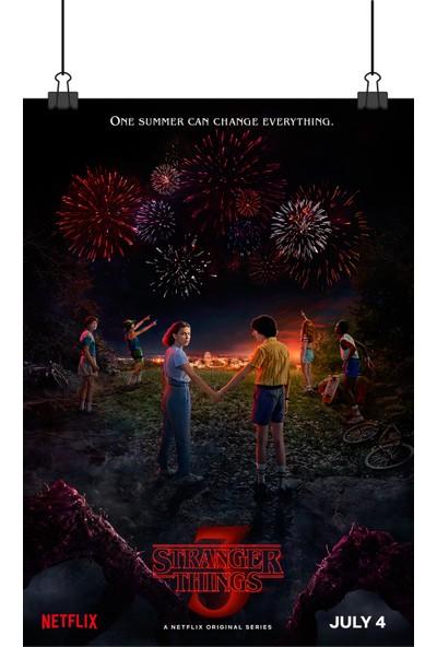 Stranger Things Sezon 3 Yabancı Dizi Yeni Eleven ve Mike Elele Afişi 48 x 33 cm Posteri