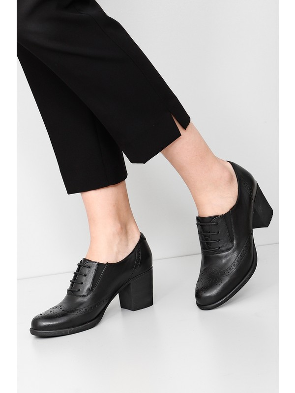 Gönderi® Hakiki Deri Siyah Kadın Klasik Topuklu Ayakkabı 24040