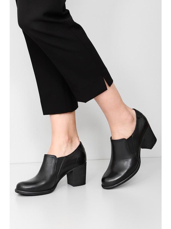 Gönderi® Hakiki Deri Yuvarlak Burun Kalın Orta Topuklu Kauçuk Taban Lastikli Kadın Ayakkabı 24038