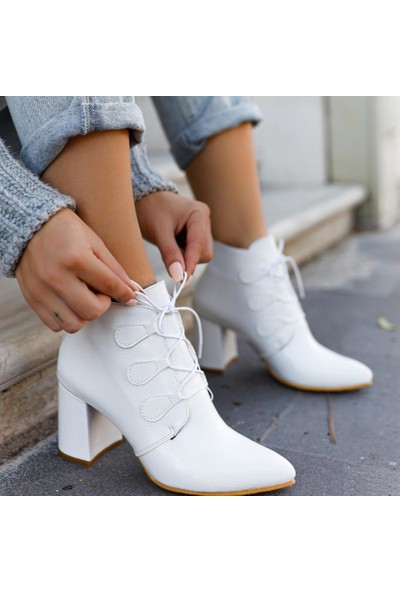Limoya Kaylah Beyaz Kırışık Rugan Bağcıklı Orta Topuklu Bot