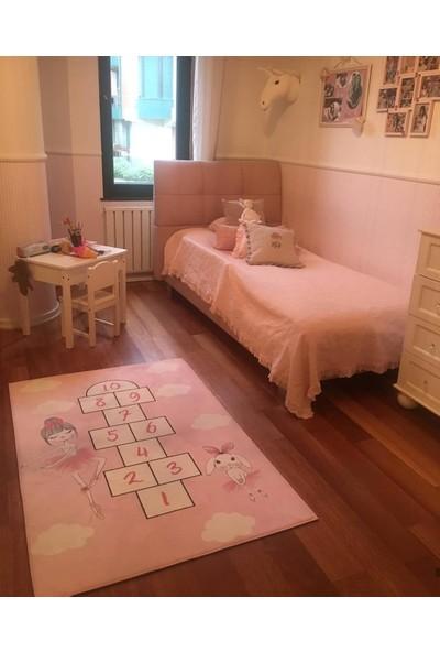 Karnaval Balerinli Seksek Çocuk Odası Halısı