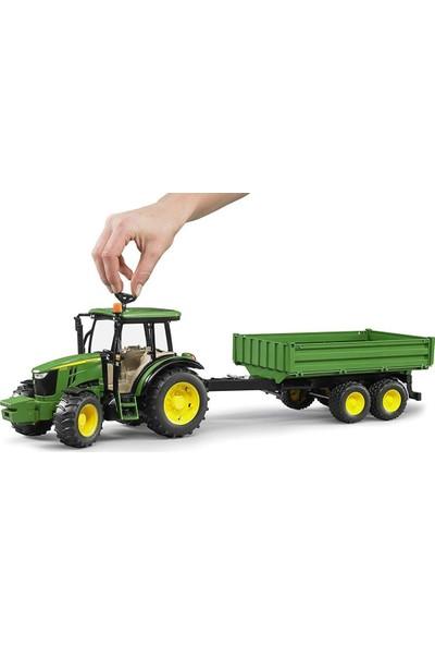 Bruder John Deere 5115M Oyuncak Traktör ve Römork - Yeşil