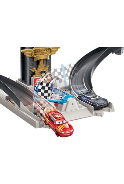Disney ve Pixar Disney Cars Rust-Eze Yarış Kulesi GJW42