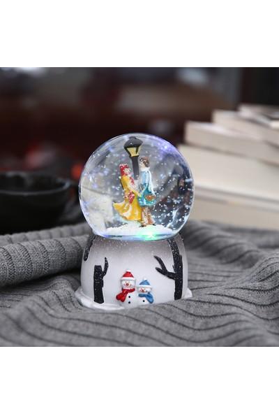 Hepsi Home Kış Masalı Kar Küresi Otomatik Püskürtmeli Müzikli Işıklı