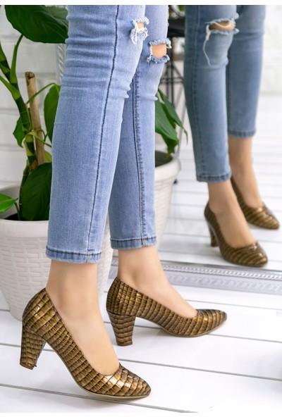 Pirmoda Vilda Gold Rugan Desenli Topuklu Ayakkabı