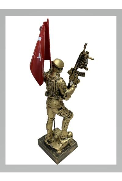 Halmak Bayraklı Komando Heykeli 28 cm