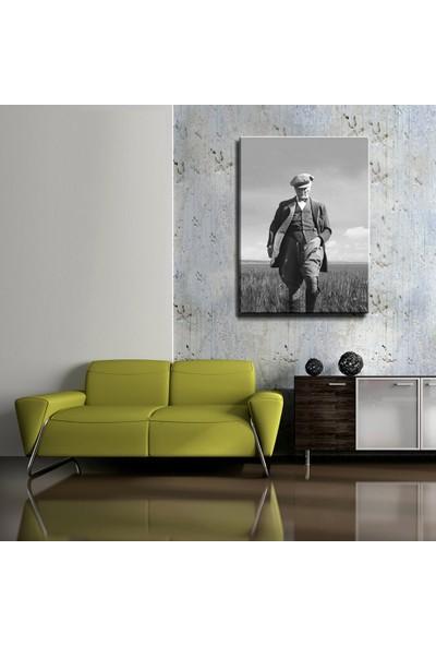 Magazacım Atatürk Başak Tarlasında Yürürken Kanvas Tablo TBL1195