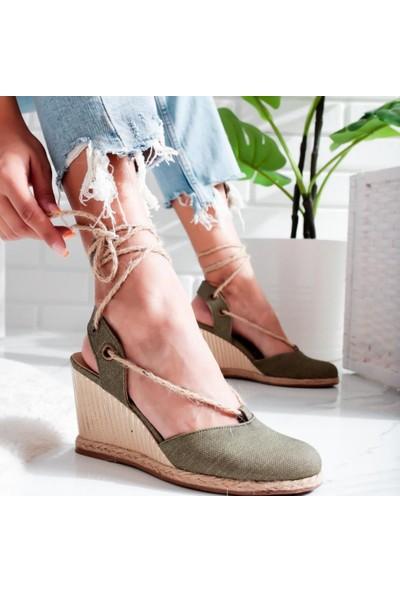 Limoya Peyton Yeşil Keten Hasır Bilekten Sargılı Çiçek Keten ve Hasır Kaplamalı Alçak Dolgu Topuklu Sandalet