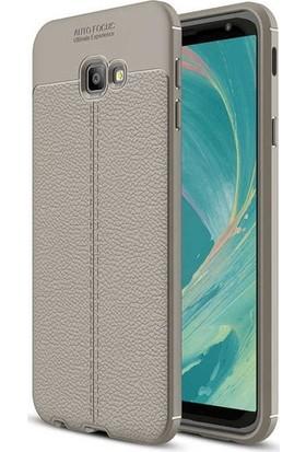 Herdem Samsung Galaxy J4 Plus Kılıf Deri Görünümlü Silikon Kapak Gri