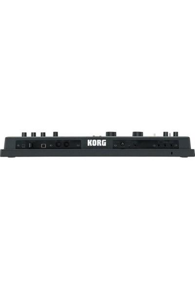 Korg MicroKorg XL + Synthesizer