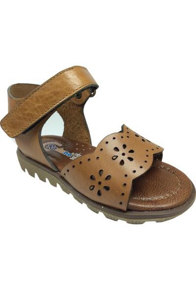 Raduno Kız Sandalet Kahverengi Lazerli Çiçek Desen Bilekten Cirtli % 100 Deri