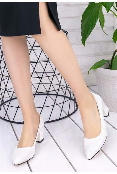 8Stil Lehisa Beyaz Rugan Topuklu Ayakkabı