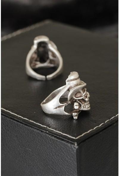 Bir Dolu Çeşit Kuru Kafa Tasarımlı Eskitme Gümüş Renkli Ayarlamalı Model Erkek Yüzük