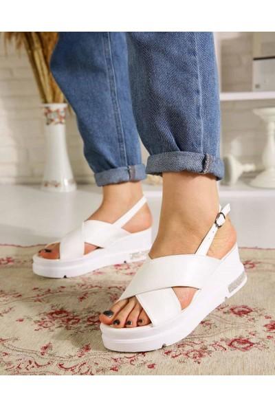 Flaviano Beyaz Cilt Çapraz Kemer Kadın Sandalet