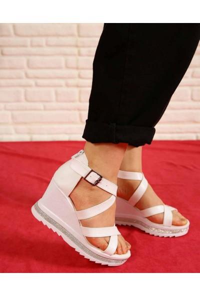 Genette Beyaz Cilt Dolgu Topuk Kadın Sandalet