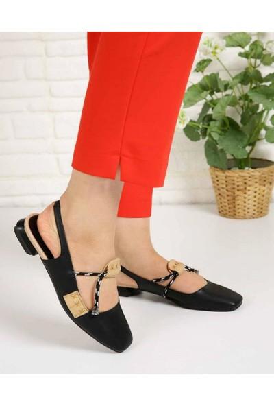 Latonya Siyah Tasarım Bağcık Küt Burun Kadın Sandalet