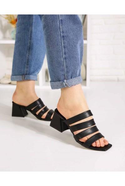 Terrance Siyah Cilt Dört Kemer Topuklu Kadın Terlik