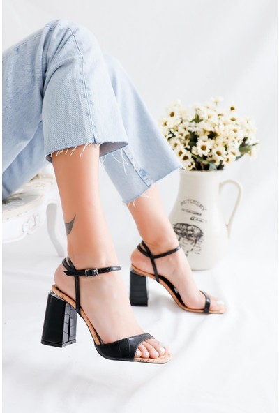 Limoya Paige Siyah Kroko Bant Detaylı Kemerli Kalın Topuklu Sandalet (Mantar Tabanlı)