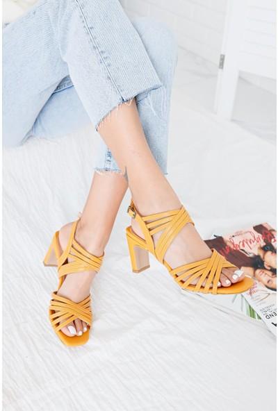 Limoya Luella Hardal Çapraz Bantlı İnce Dikdörtgen Topuklu Sandalet