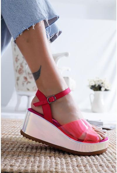 Limoya Lesly Fuşya Neon Şeffaf Bantlı Dolgu Tabanlı Kemerli Sandalet