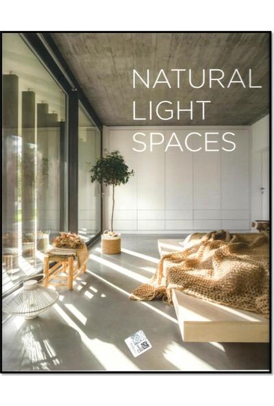 Natural Light Spaces (Mimarlık; Doğal Işıklı Alanlar) - Francesc Zamora