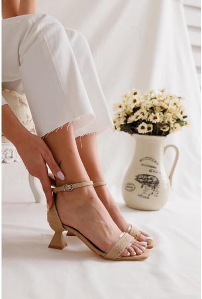 Limoya Pearl Hasır Kemerli Şeffaflı Tek Bant Topuk Detaylı Sandalet
