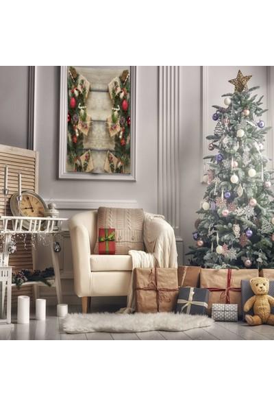 Henge Ahşap Masa Çam Kozalakları Dallar İle Noel Hediye Paketleri Duvar Örtüsü