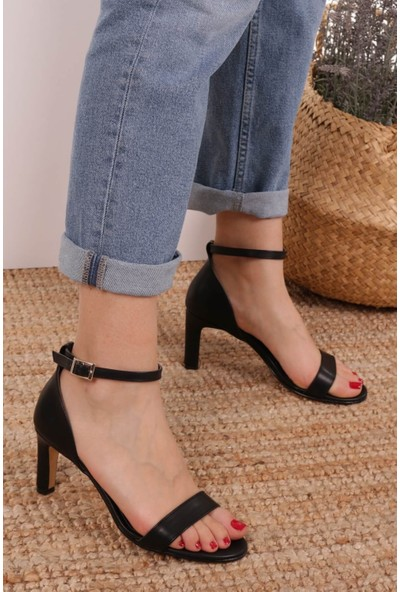 Mio Gusto Kadın Carrie Siyah Tek Bantlı Sandalet