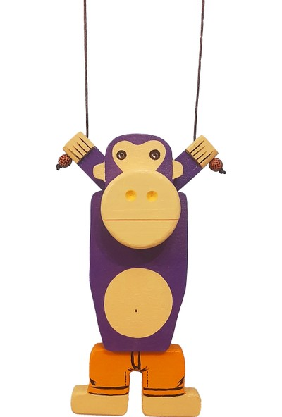 Ormanca Ahşap Oyuncak Tırmanan Maymun
