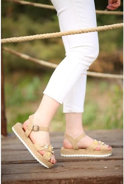 Makro Hasır Kalın Tabanlı Çapraz Bantlı Kadın Sandalet