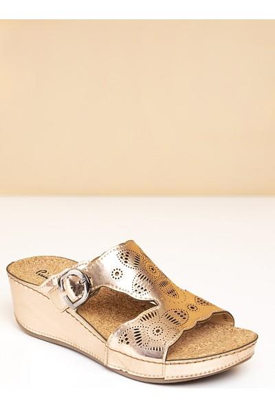 Pierre Cardin Kadın Dolgu Topuk Sandalet
