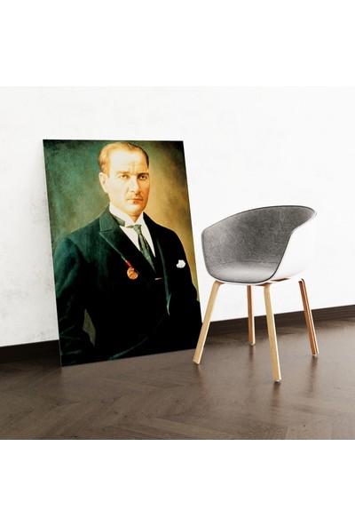 Dekoliya Takım Elbiseli Atatürk Tablosu 30 x 45 cm