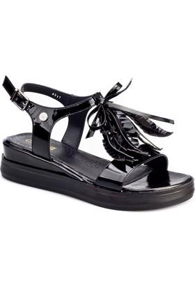 Cabani Yaprak Süslü Tokalı Günlük Kadın Sandalet Siyah Rugan