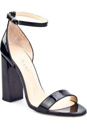 Cabani Bilekten Tokalı Günlük Kadın Ayakkabı Siyah Rugan