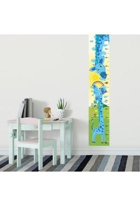 DekorLoft Anne ve Yavru Zürafa Boy Ölçer Sticker DBC3 Mavi