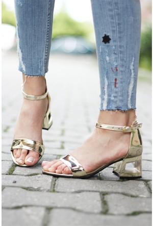 İnce Topuk Çerçeve Kısa Topuklu Sandalet