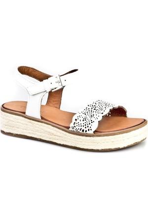Cabani Nakış Lazerli Tokalı Günlük Kadın Sandalet Beyaz Deri
