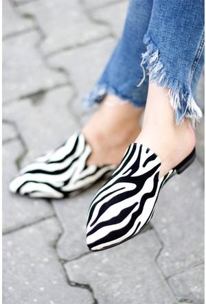 İnce Topuk Zebra Desenli Terlik Beyaz