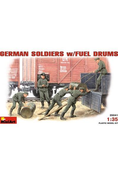 Miniart 1/35 Ölçek Plastik Maket, Alman Askerleri Yakıt Varilleriyle