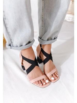 Limoya Janie Pudra Tek Bantlı Siyah Çapraz Lastikli Kare Topuklu Sandalet