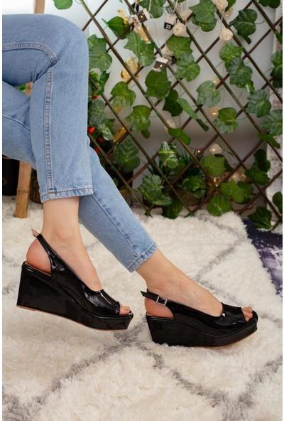 Limoya Carlie Siyah Dolgu Topuklu Kemerli Sandalet