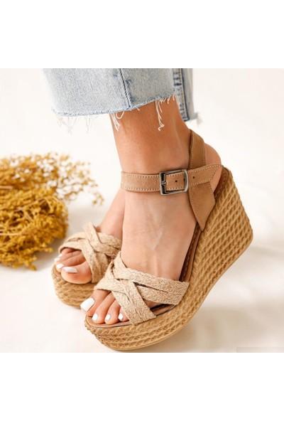 Limoya Margo DeveTüyü Çapraz Hasır Bantlı Dolgu Topuklu Sandalet
