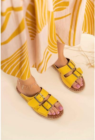 Nişantaşı Shoes Yazlık Çift Tokalı Yeni Sezon Dikiş Detaylı Sarı Kadın Terlik