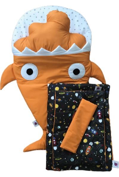 Daphne Kids Style Turuncu Köpek Balığı Uyku Tulumu + Uzay Uyku Seti + Turuncu Bulut Yastık