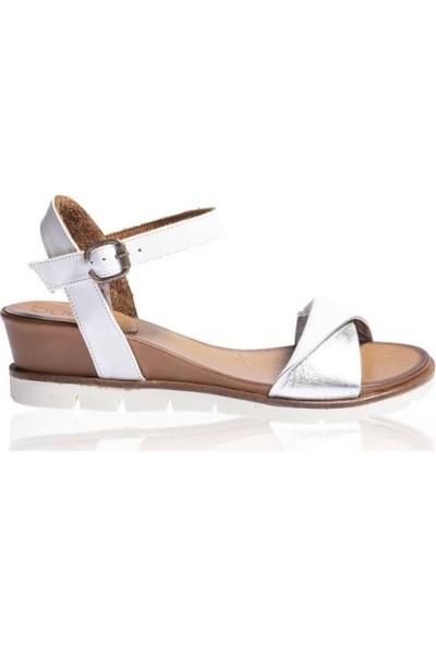 Bueno Shoes Kemerli Hakiki Deri Kadın Dolgu Topuk Sandalet 9N2203