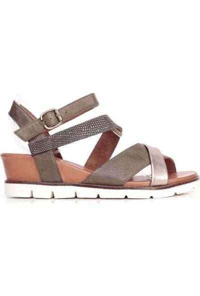 Bueno Shoes Şeritli Hakiki Deri Kadın Dolgu Topuk Sandalet 9N2204