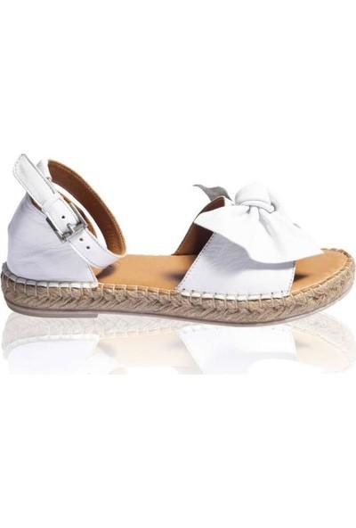 Bueno Shoes Fiyonk Detaylı Hakiki Deri Kadın Düz Sandalet 9N3008