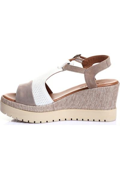 Bueno Shoes Kemerli Hakiki Deri Kadın Dolgu Topuk Sandalet 9N3502